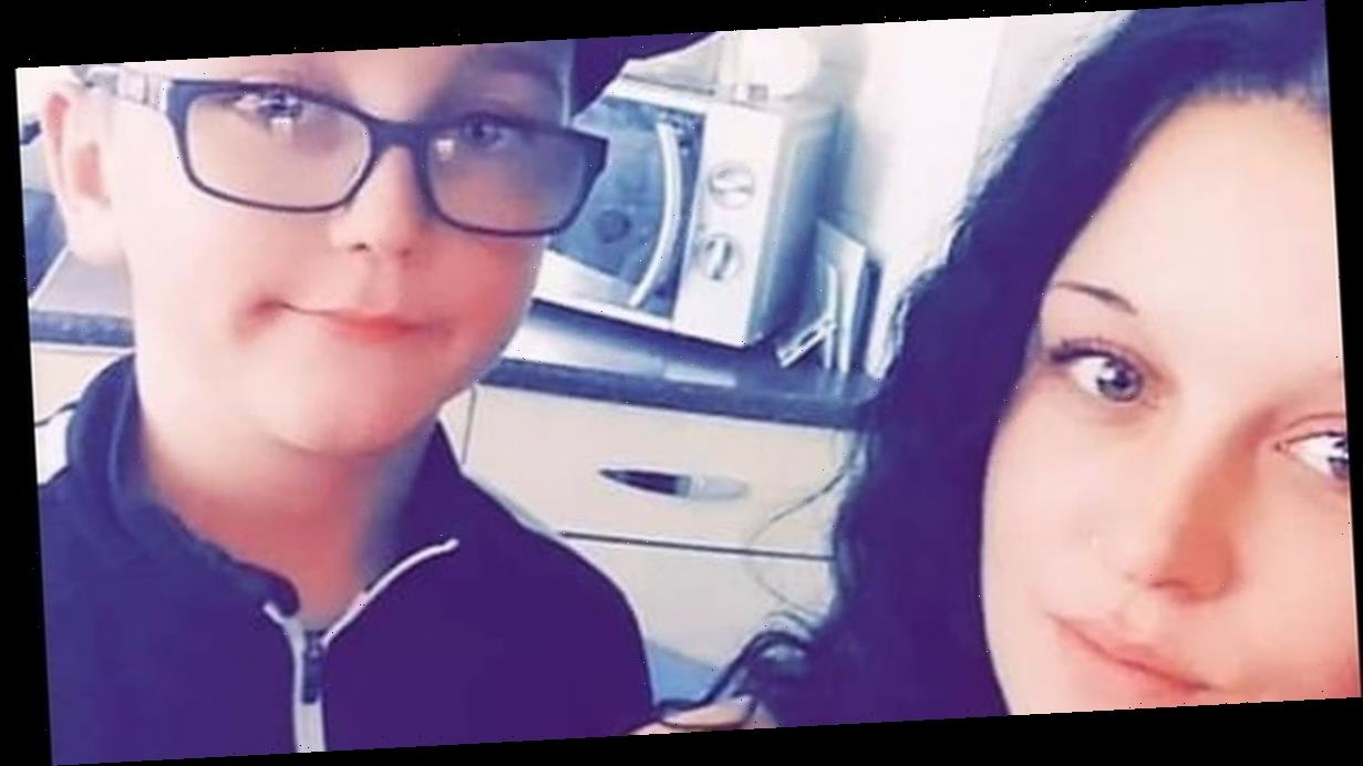 Mum who pulled son out of school over tuna sandwich 'now faces playground ban'