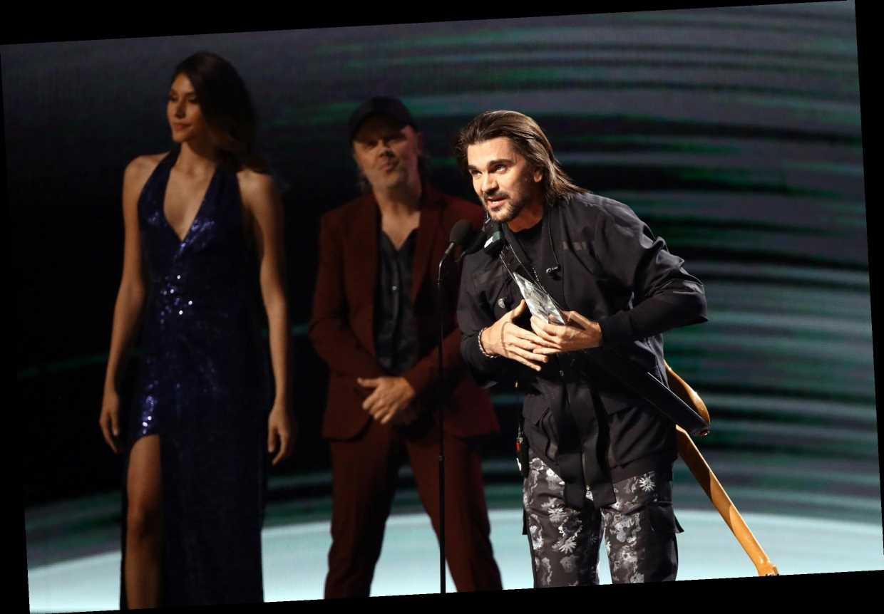 Latin Grammys 2019: Juanes Presented 'Person of the Year' Award by Lars Ulrich