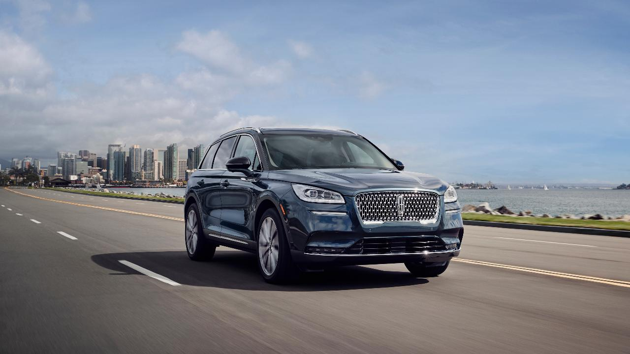 Edmunds compares the 2019 Audi Q7 and 2020 Lincoln Aviator