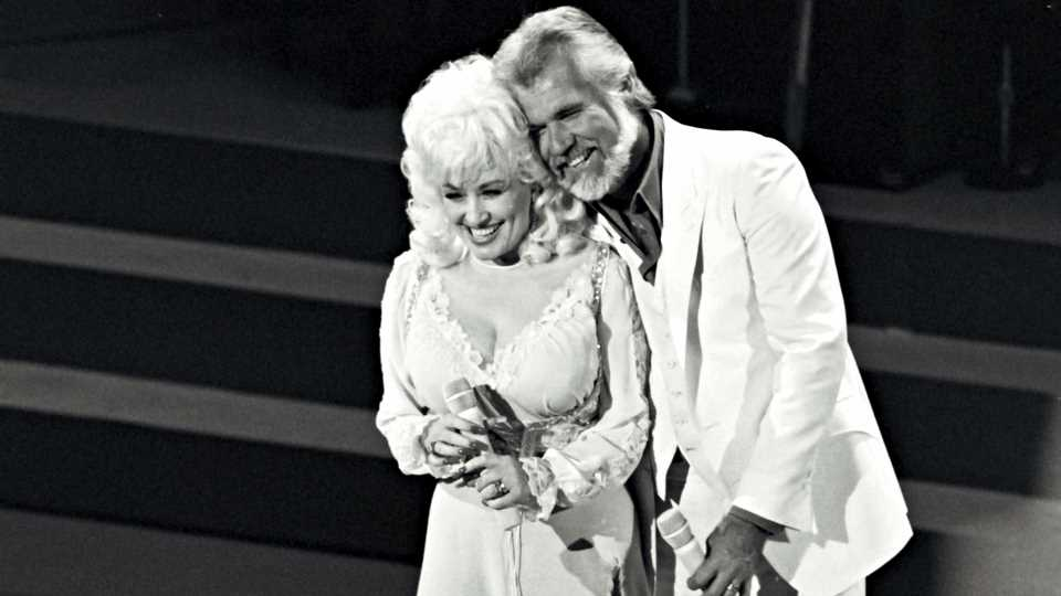 Dolly Parton Pays Tearful Tribute to Kenny Rogers