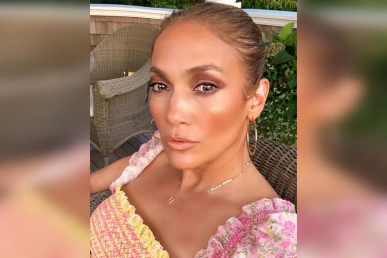Singer J.Lo shares summery selfies, drop hints about her upcoming makeup and skincare line