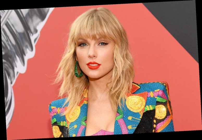Taylor Swift Fan's Holiday Light Show Featuring 'Christmas Tree Farm' Earns Raves from Singer