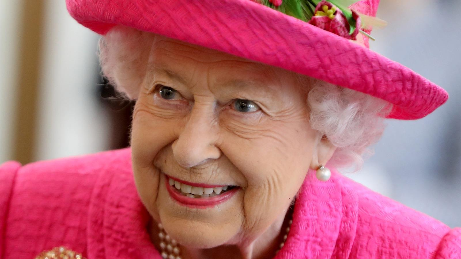 The Celebrity Who Once Stood Up Queen Elizabeth