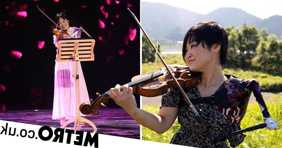Ex-Paralympian uses prosthetic arm to play the violin at opening ceremony